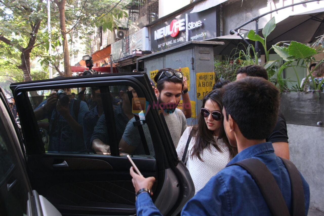 Shahid Kapoor, Mira Rajput snapped in Mumbai on 28th Nov 2016