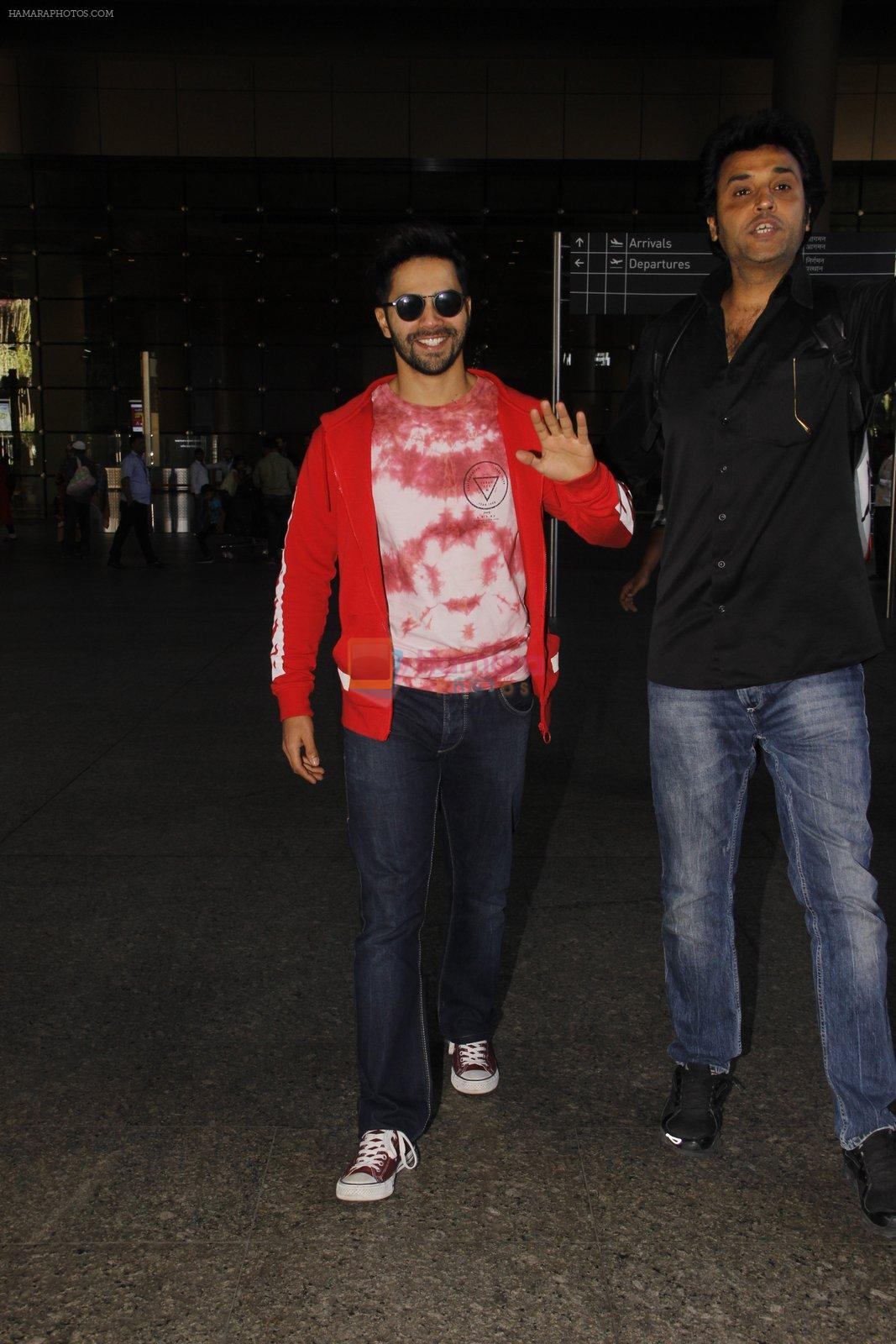 Varun Dhawan snapped at airport on 28th Nov 2016