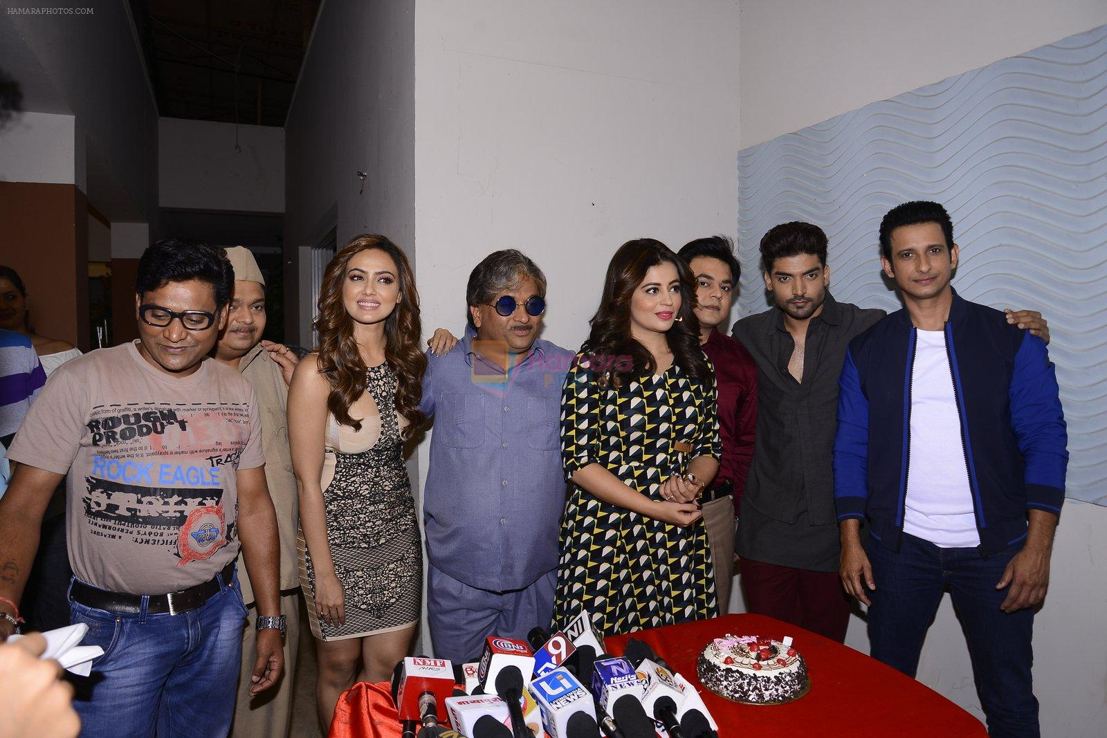 Sana Khan,Gurmeet Choudhary, Neha Pendse, Sharman Joshi at May I come in Madam on location in Mumbai on 28th Nov 2016