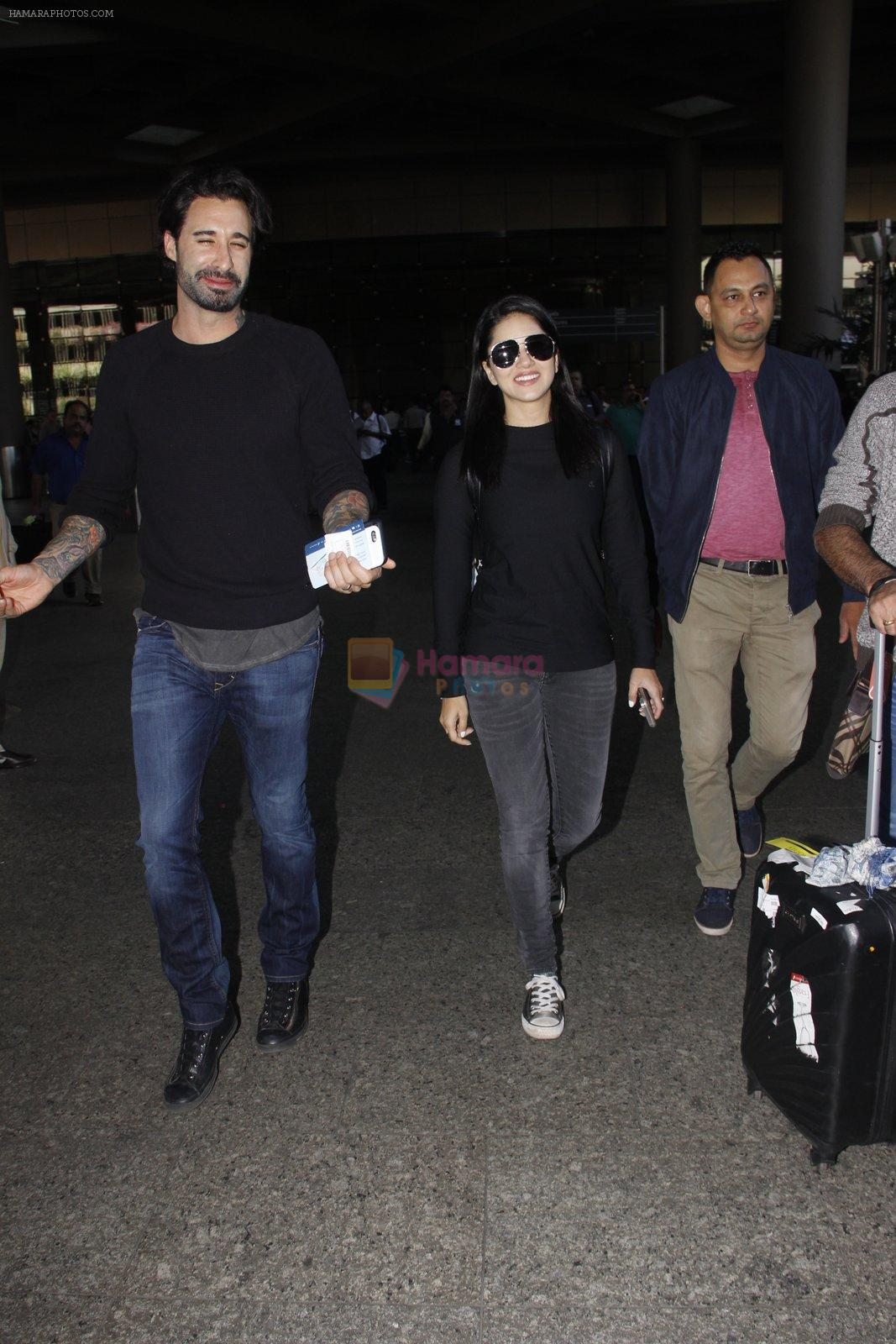 Sunny Leone snapped at airport on 28th Nov 2016