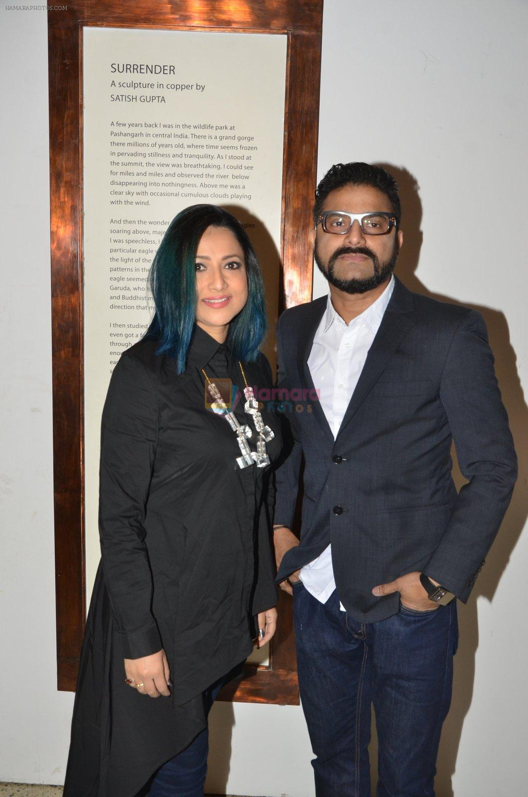 sunil padwal with wife at Satish Gupta's art exhibition by Gallery Art N Soul on 29th Nov 2016