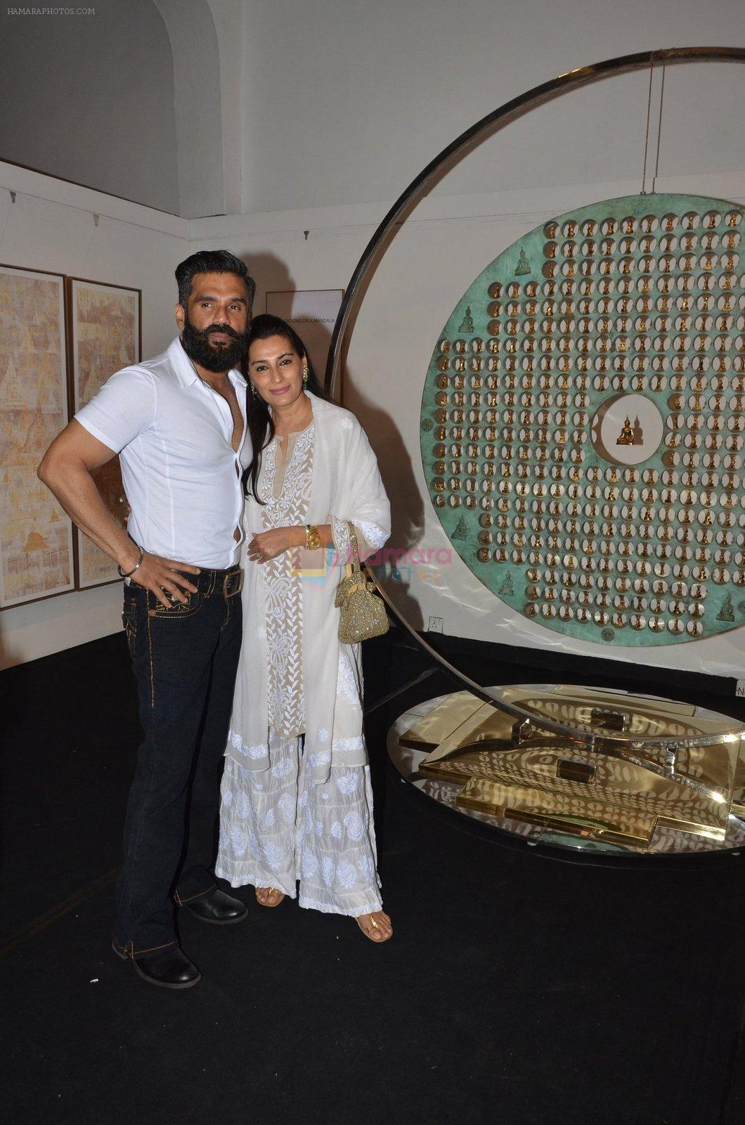 mana and suneil shetty at Satish Gupta's art exhibition by Gallery Art N Soul on 29th Nov 2016