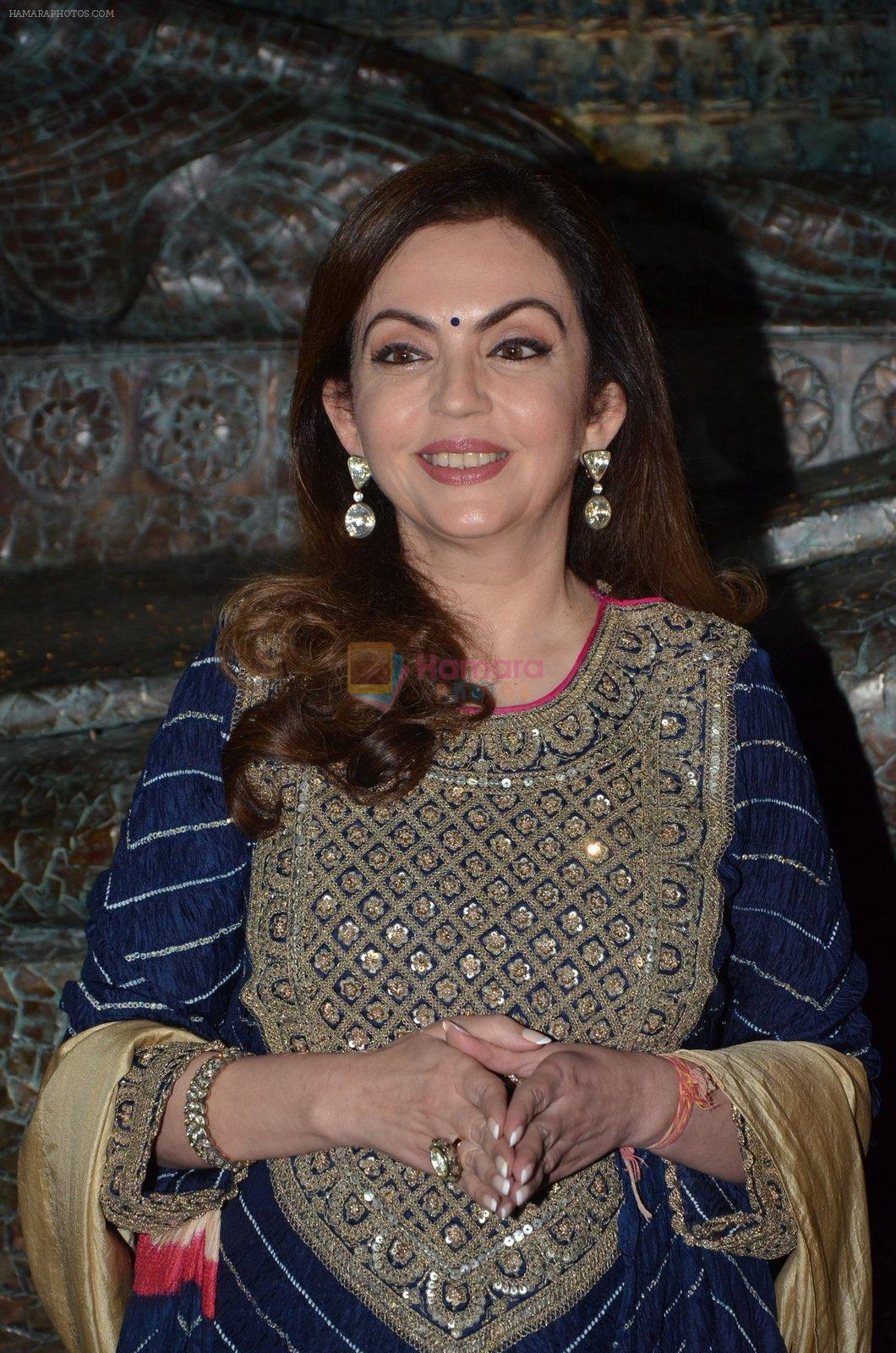 Nita Ambani at Satish Gupta's art exhibition by Gallery Art N Soul on 29th Nov 2016