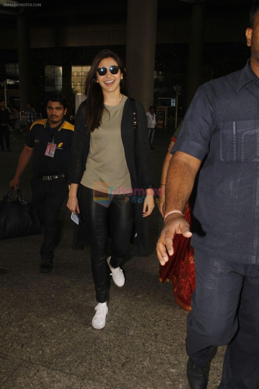 Anushka Sharma snapped at airport on 29th Nov 2016
