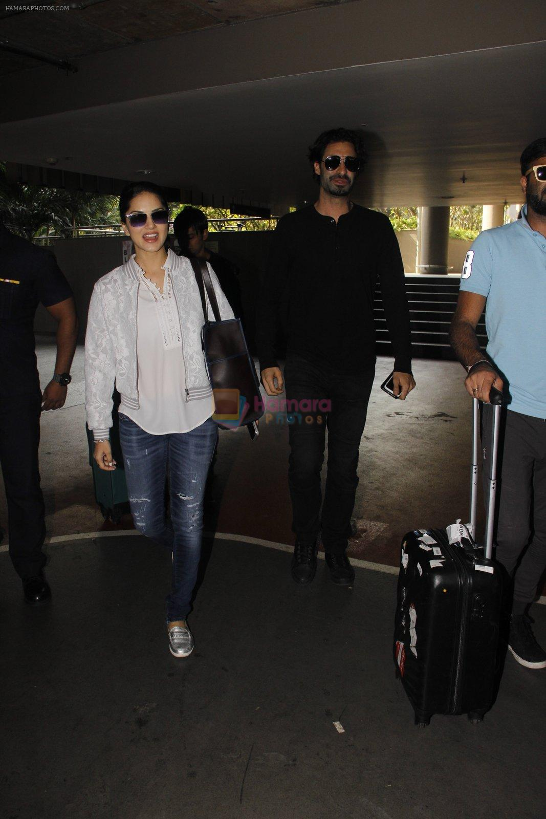 Sunny Leone snapped at airport on 30th Nov 2016