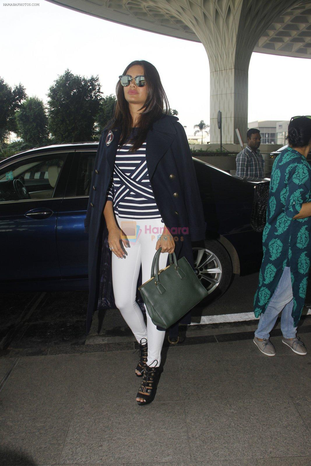 Esha Gupta snapped at airport on 30th Nov 2016