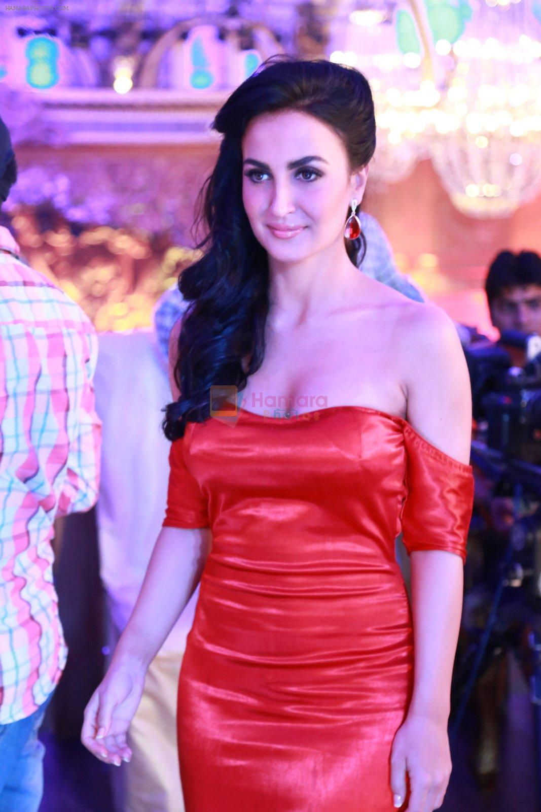Elli avram in an Upcoming Track Urban Chhori on 30th Nov 2016