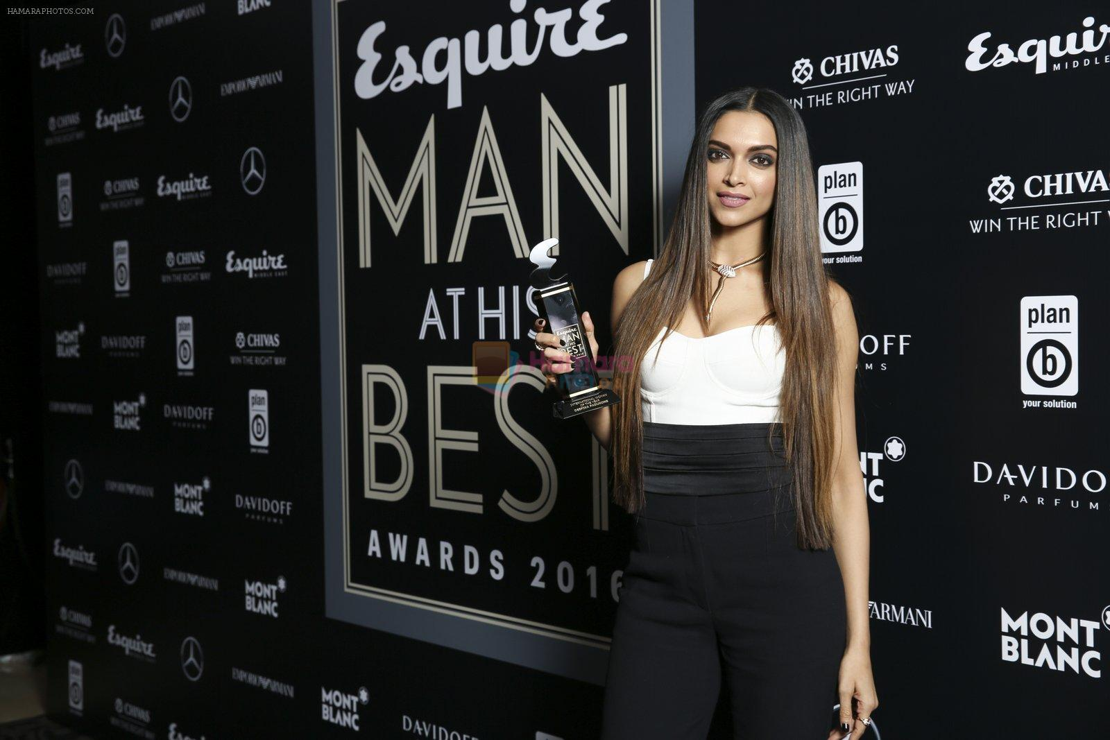 Deepika Padukone at Esquire Man at his best awards on 30th Nov 2016