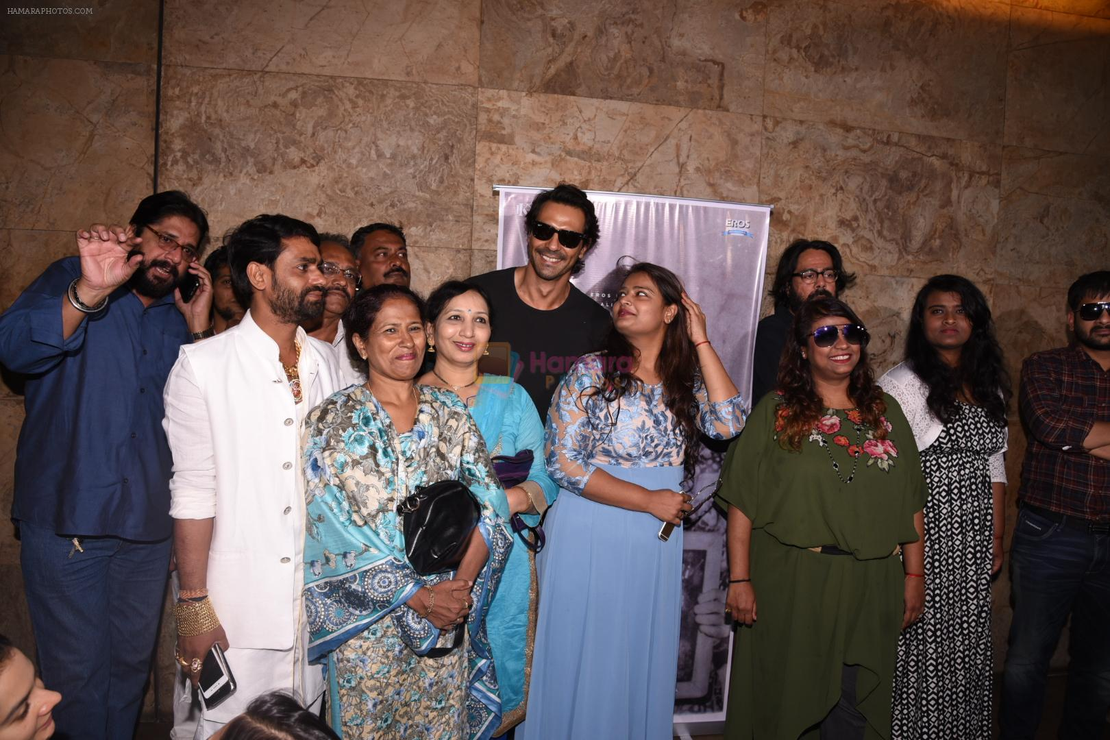 Arjun Rampal watches daddy teaser with Arun gawli's family on 30th Nov 2016