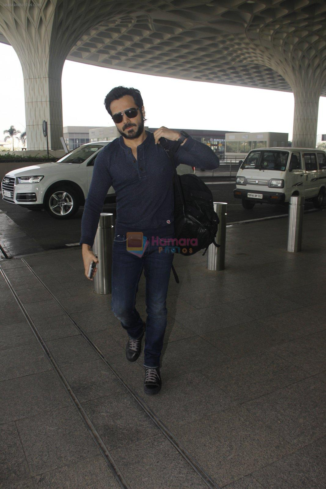 Emraan Hashmi snapped at airport on 30th Nov 2016