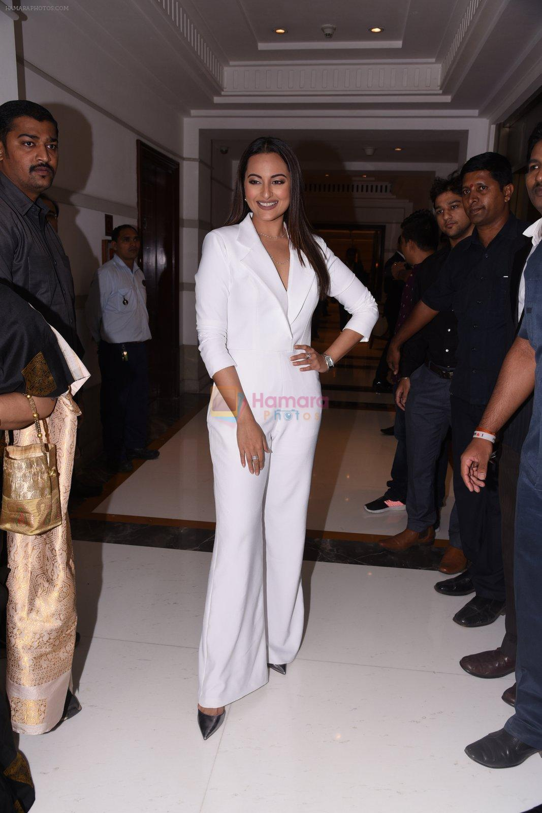 Sonakshi Sinha at Brand Vision Awards in Mumbai on 30th Nov 2016