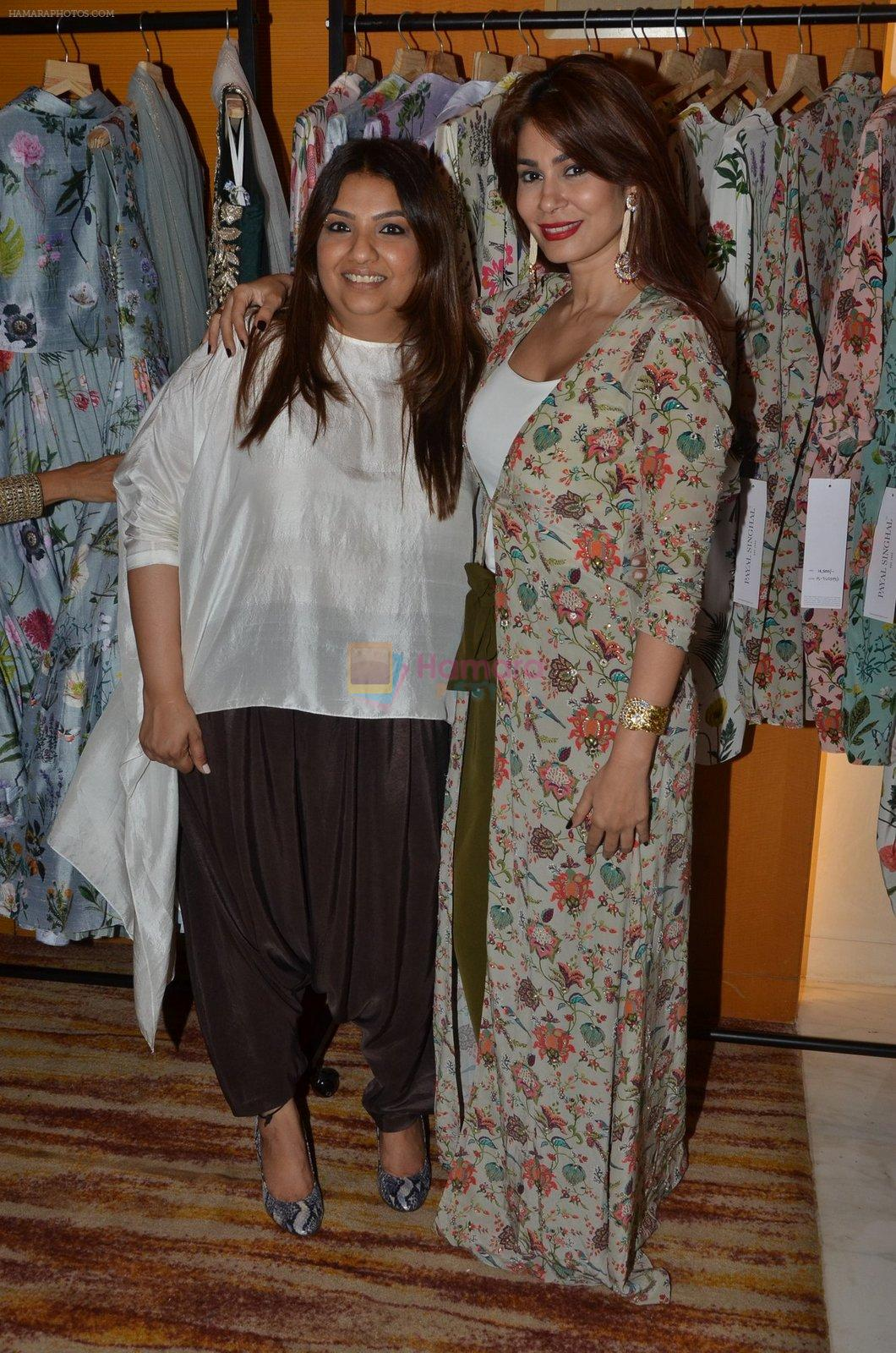 Shaheen Abbas at Payal Singhal, Shaheen Abbas, Nisha Jhangiani trunk show on 1st Dec 2016