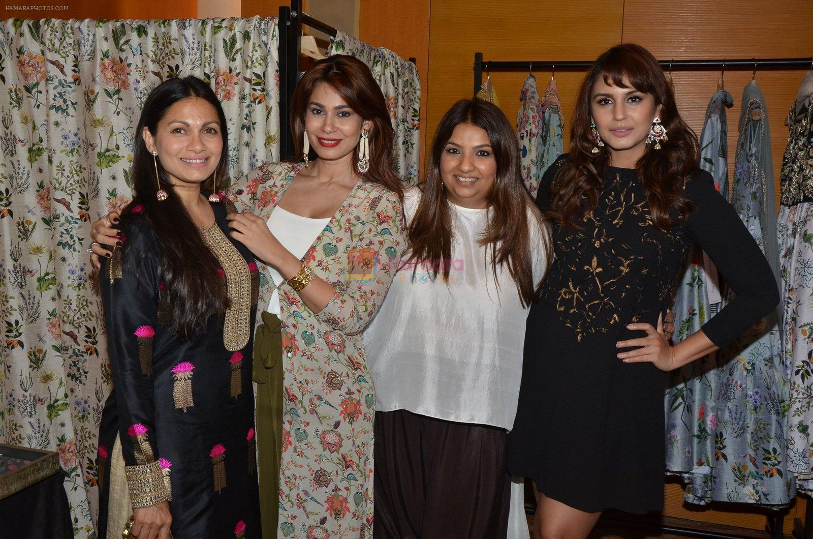 Huma Qureshi at Payal Singhal, Shaheen Abbas, Nisha Jhangiani trunk show on 1st Dec 2016