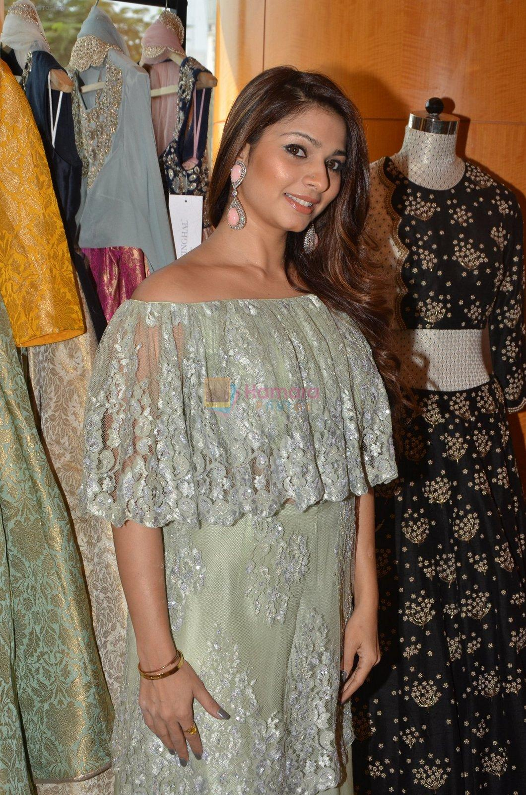 Tanisha Mukherjee at Payal Singhal, Shaheen Abbas, Nisha Jhangiani trunk show on 1st Dec 2016