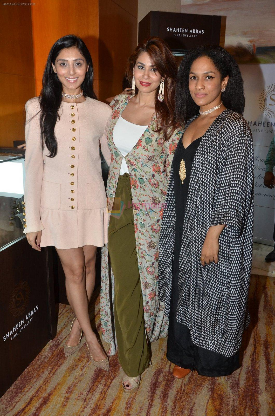 Perina Qureshi at Payal Singhal, Shaheen Abbas, Nisha Jhangiani trunk show on 1st Dec 2016