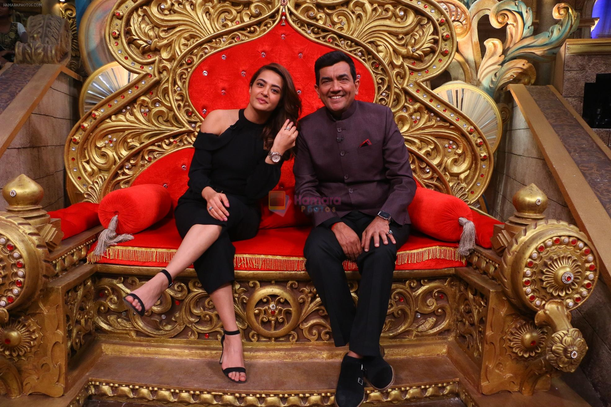 Sanjeev Kapoor, Surveen Chawla and Mudassar Khan grace the stage of COmedy Nights Bachao Taaza