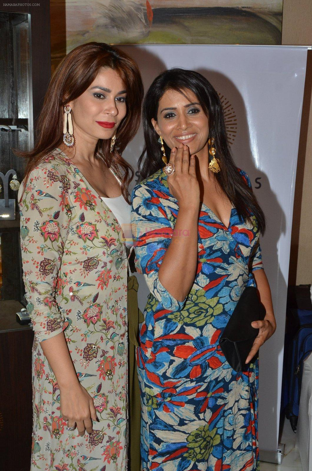 Sonali Kulkarni at Payal Singhal, Shaheen Abbas, Nisha Jhangiani trunk show on 1st Dec 2016