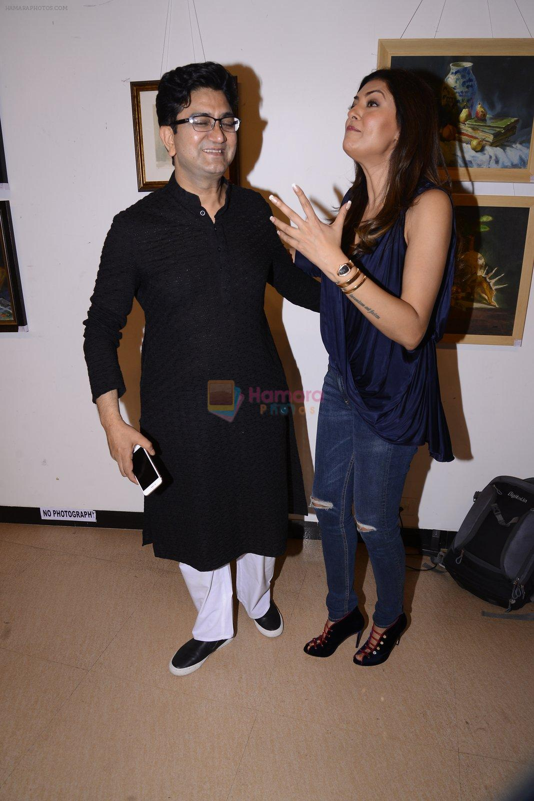 Sushmita Sen, Prasoon Joshi inaugurate the late John Fernandes Masterstrokes art show on 6th Dec 2016