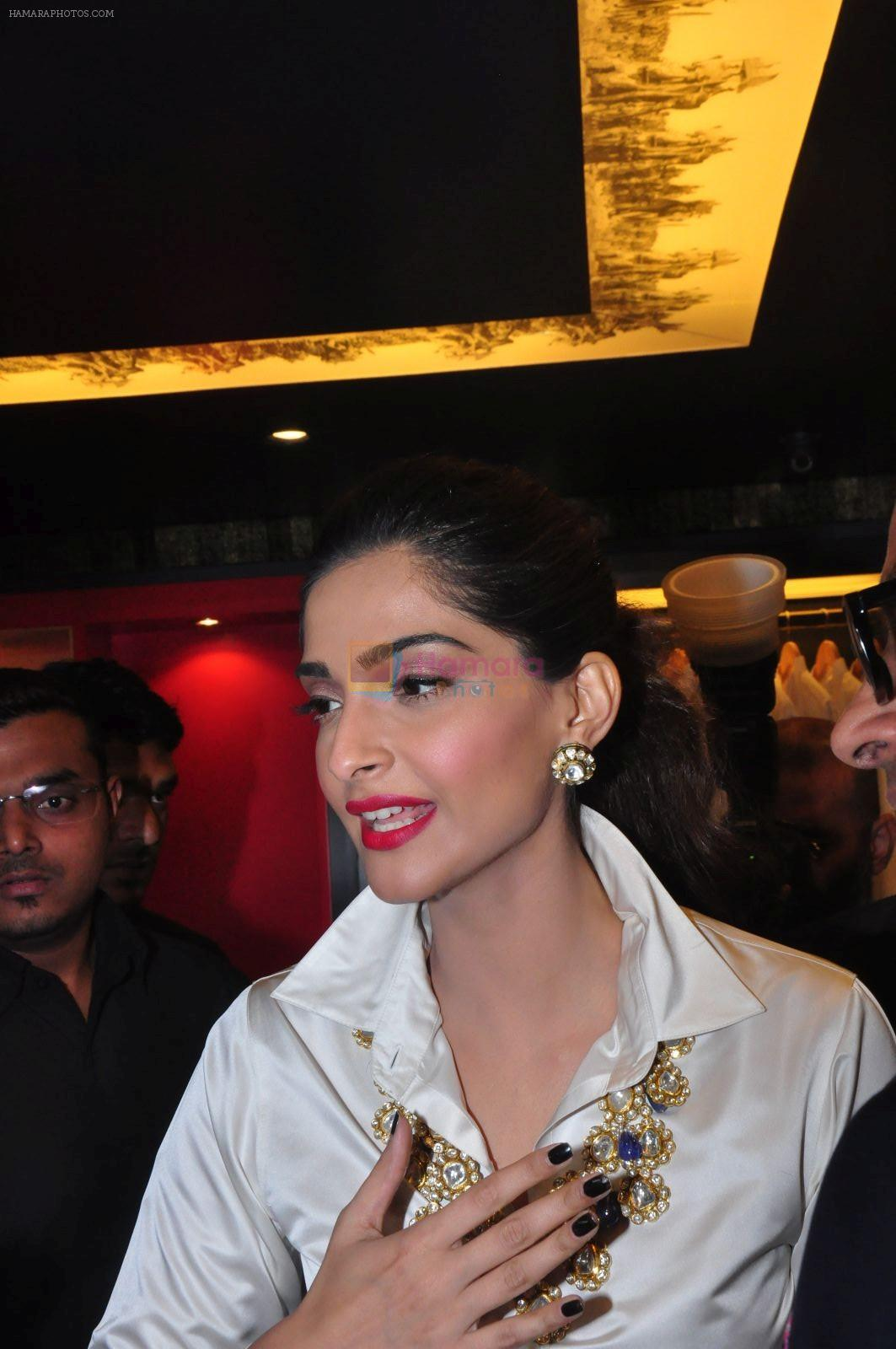 Sonam Kapoor launch raghavendra rathore store on 8th Dec 2016