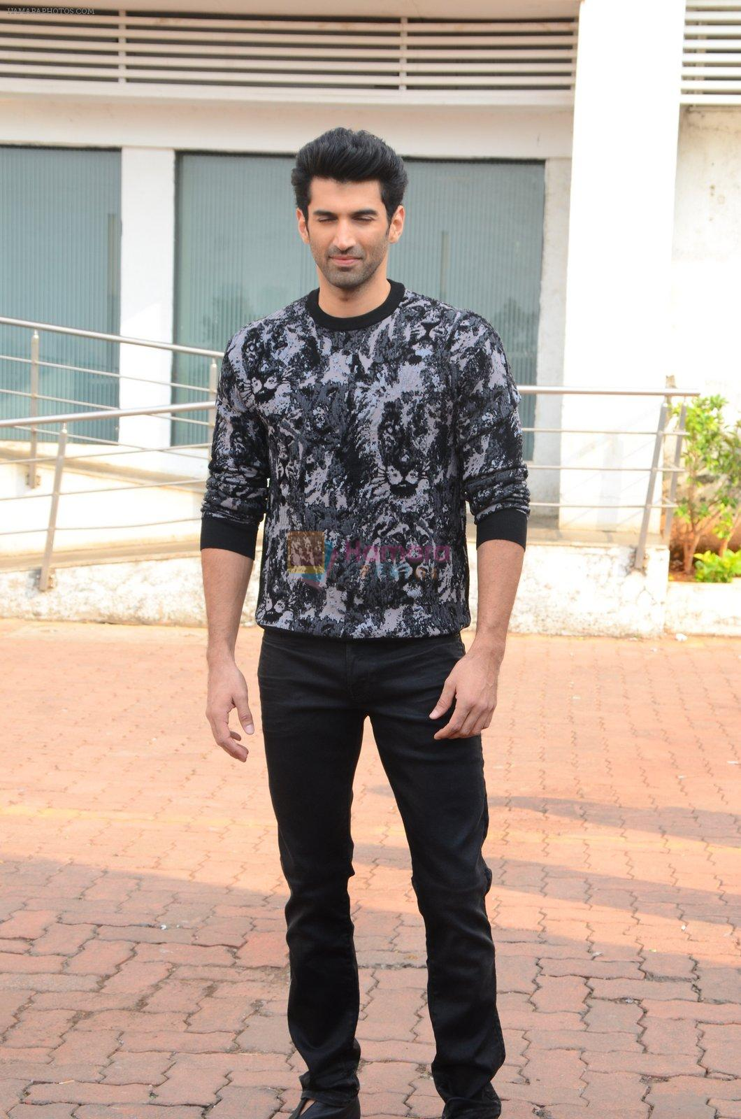 Aditya Roy Kapoor on the sets of Yeh Dil Hai Hindustani on 14th Dec 2016