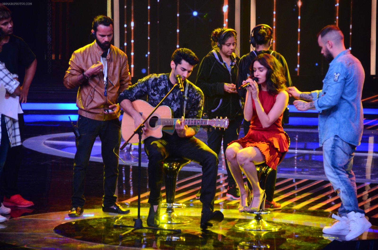 Shraddha Kapoor and Aditya Roy Kapoor on the sets of Yeh Dil Hai Hindustani on 14th Dec 2016