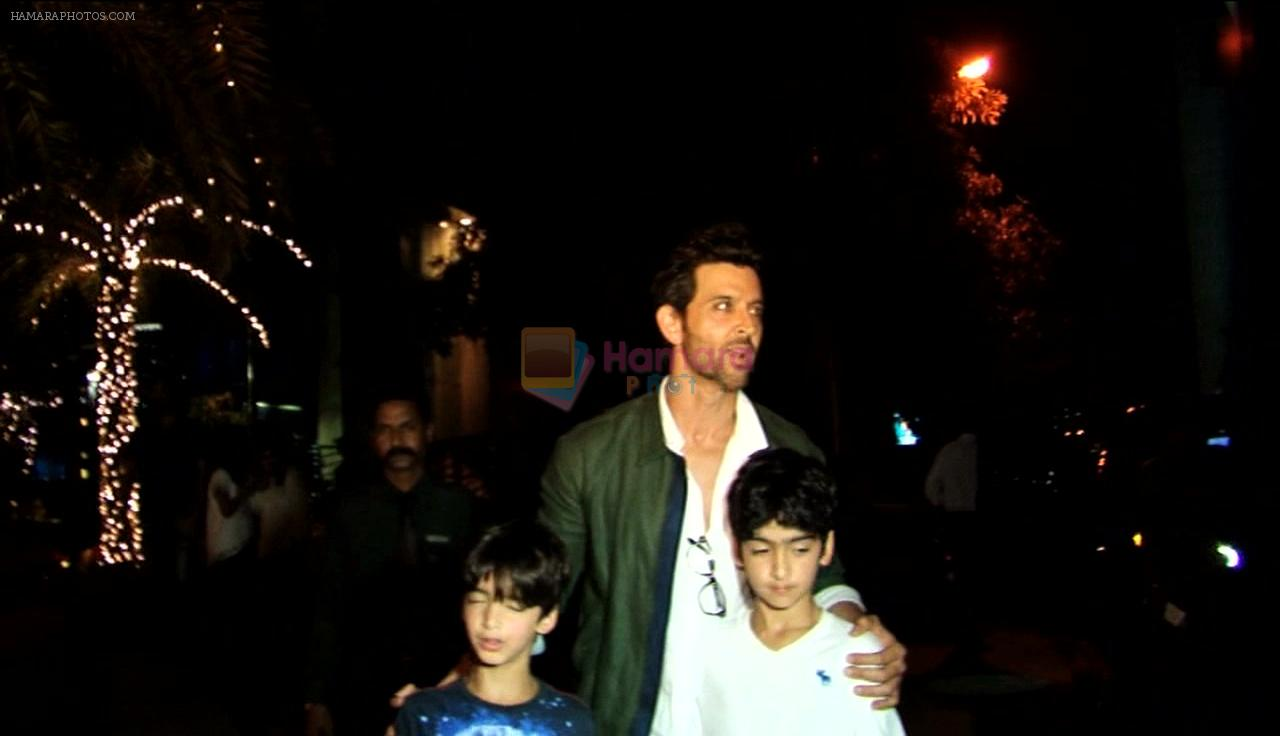 Hrithik Roshan and Suzanne Khan out on dinner with kids on 16th Dec 2016