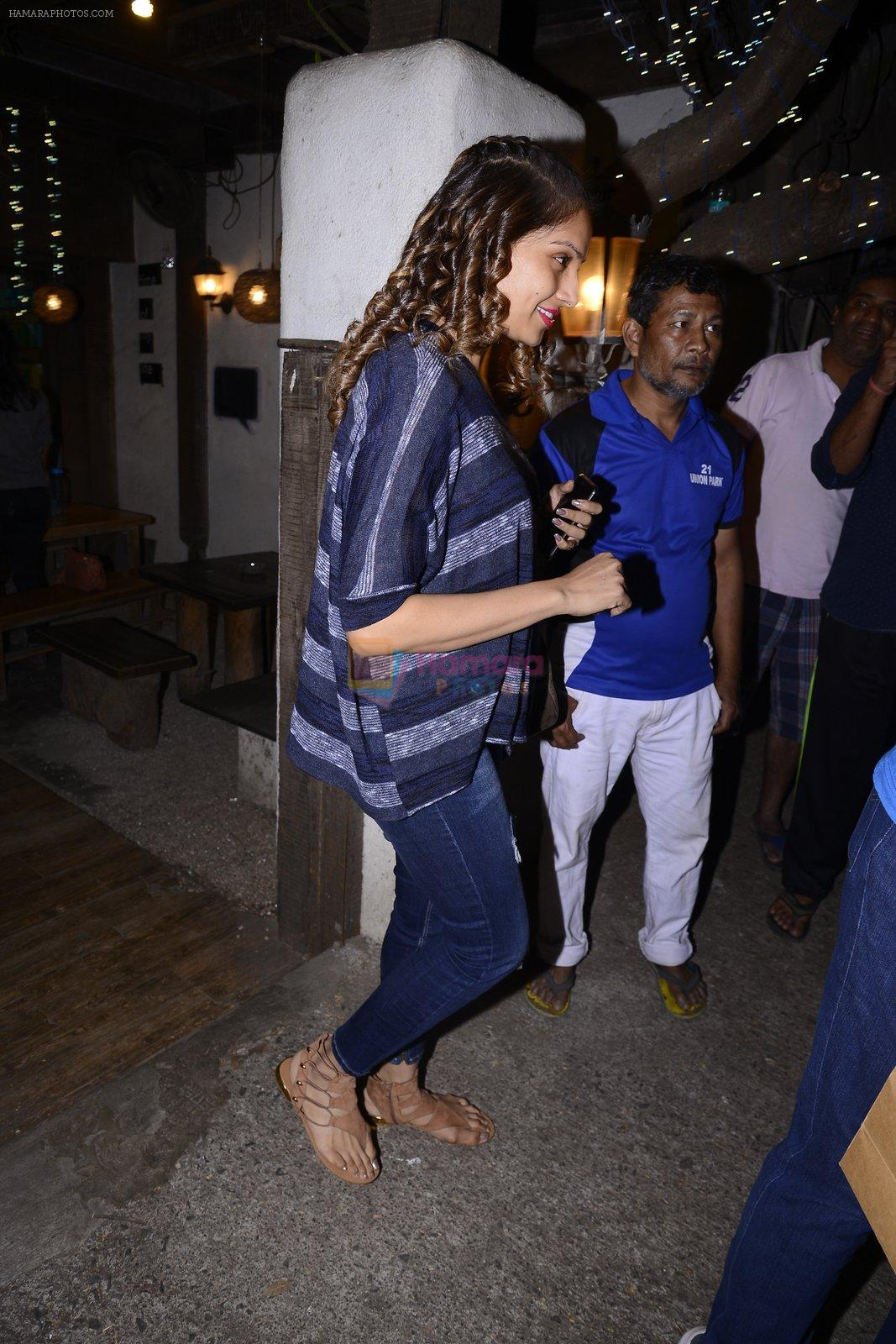 Bipasha basu snapped leaving aalim hakim hair salon on for Aalim hakim salon
