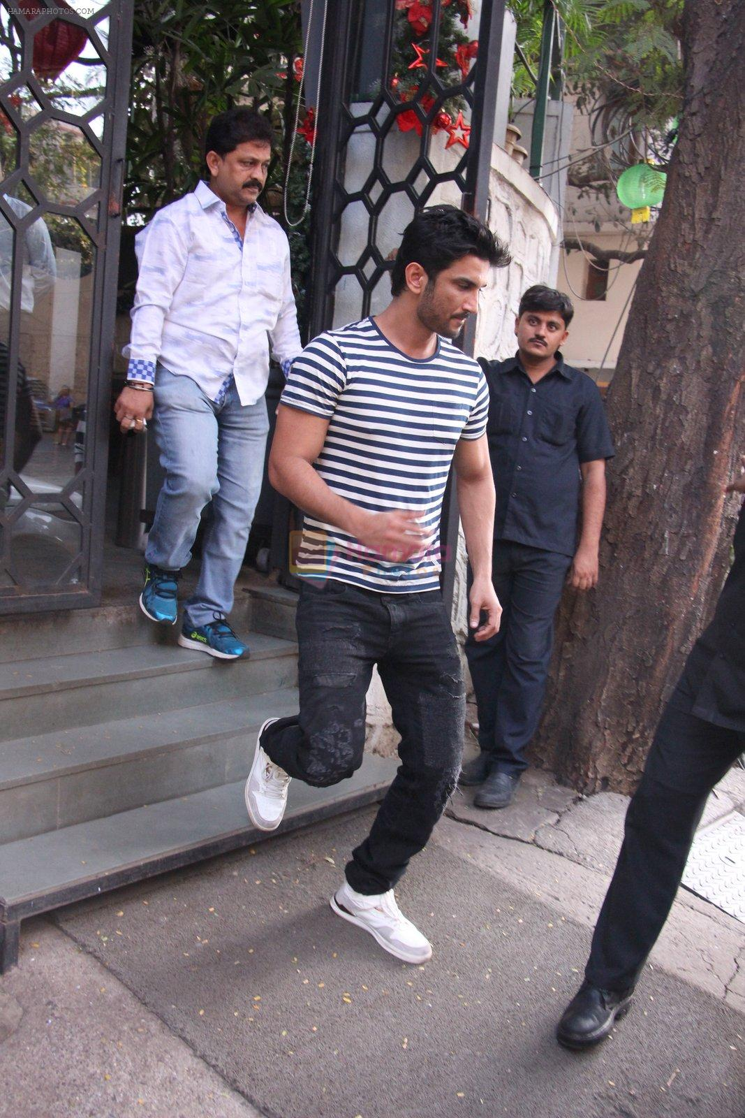 Sushant Singh Rajput snapped in Bandra on 27th Dec 2016