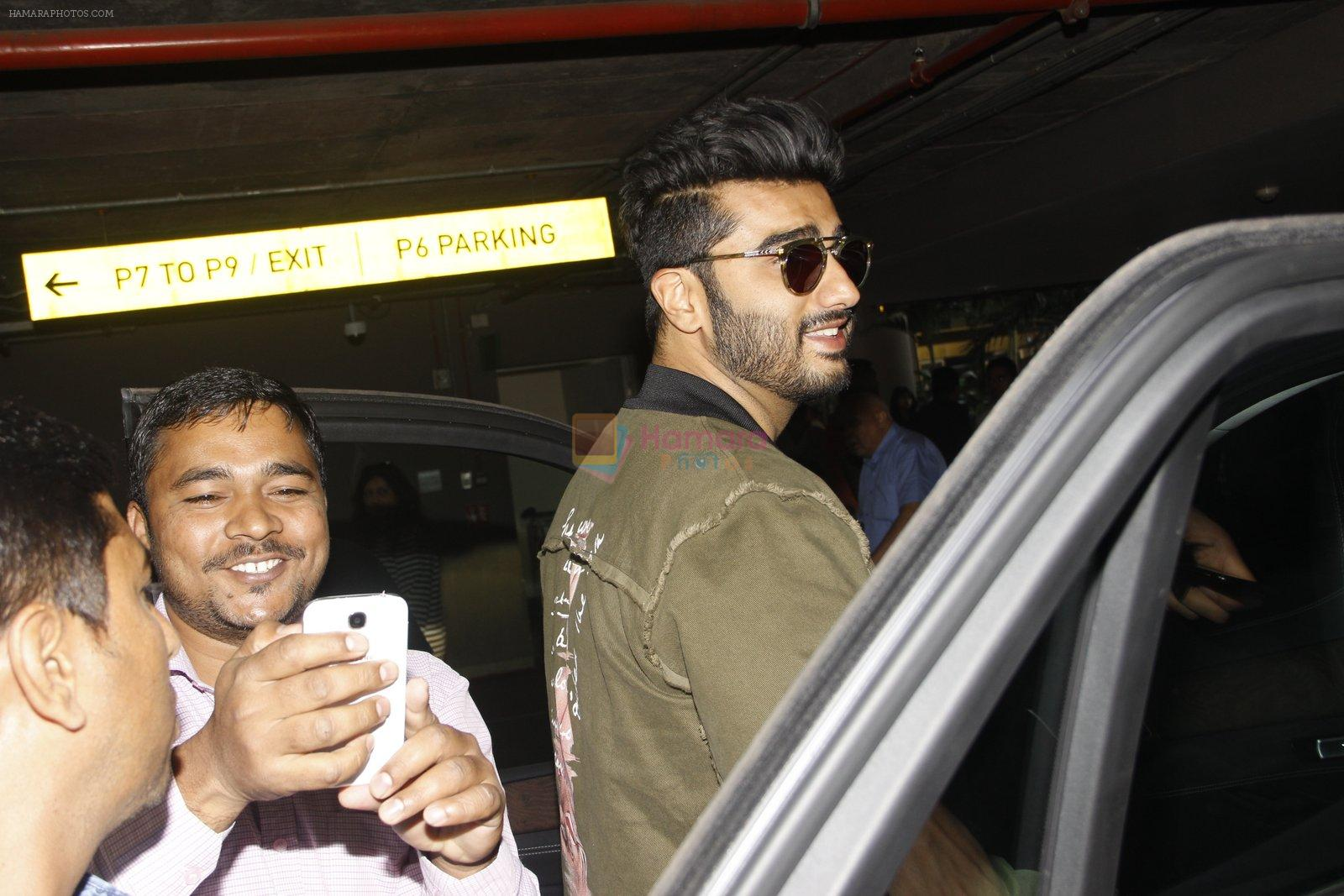 Arjun Kapoor snapped at airport on 28th Dec 2016