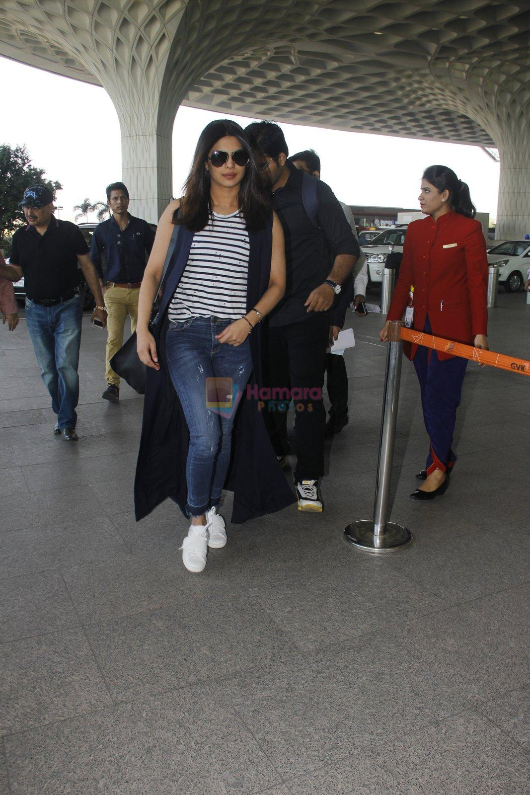 Priyanka Chopra snapped at airport on 28th Dec 2016