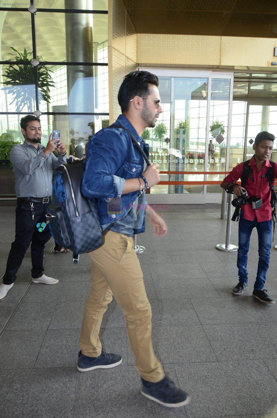 Varun Dhawan snapped at airport on 29th Dec 2016