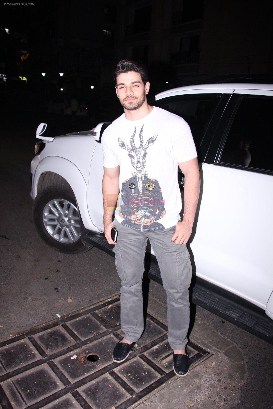 Sooraj pancholi snapped on 29th Dec 2016