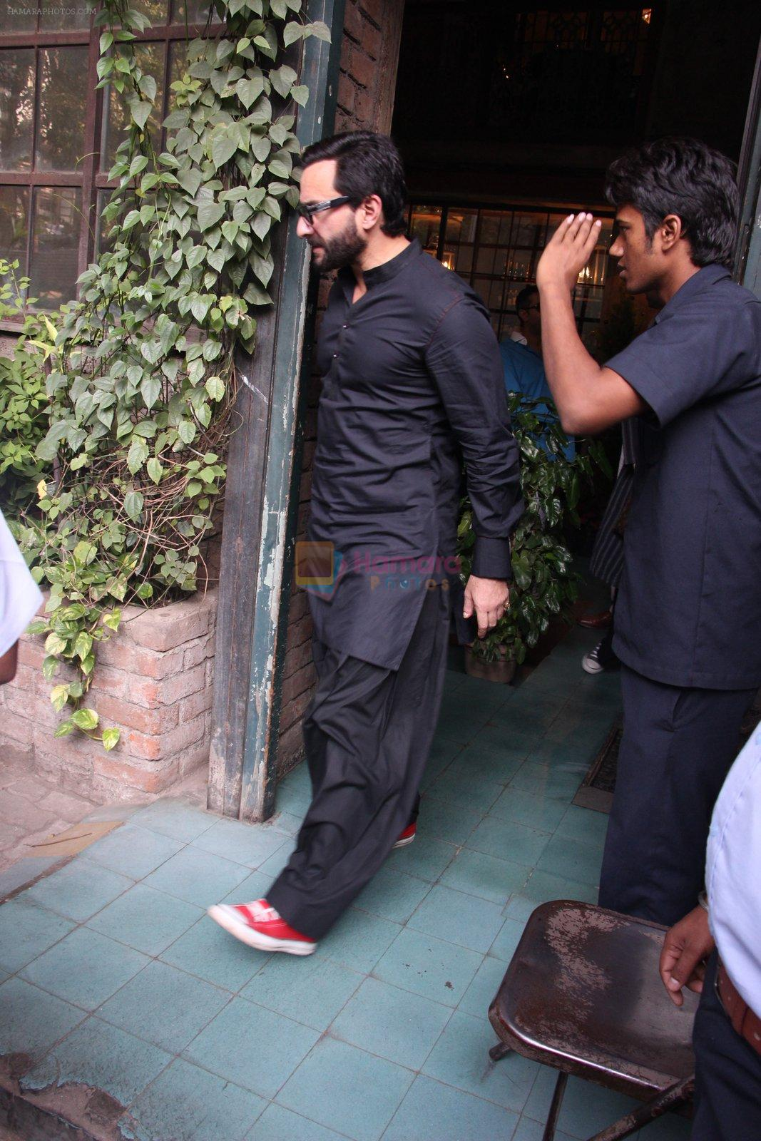 Saif Ali Khan out on lunch on 30th Dec 2016