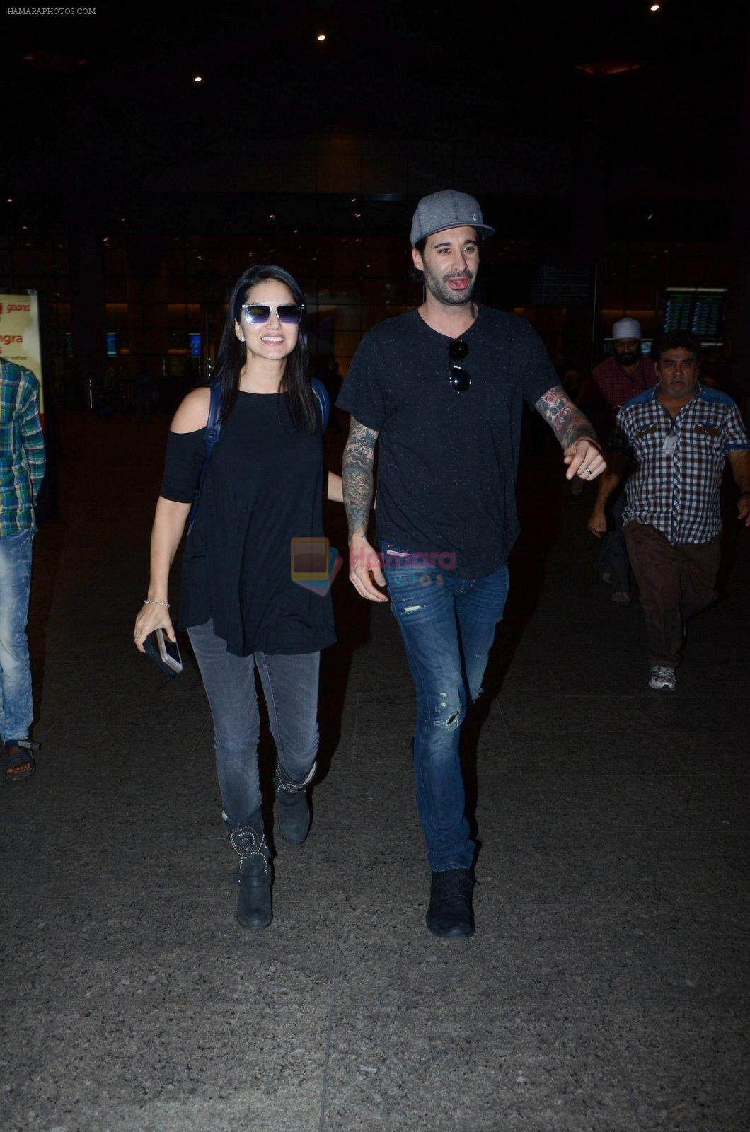 Sunny Leone snapped at airport on 30th Dec 2016