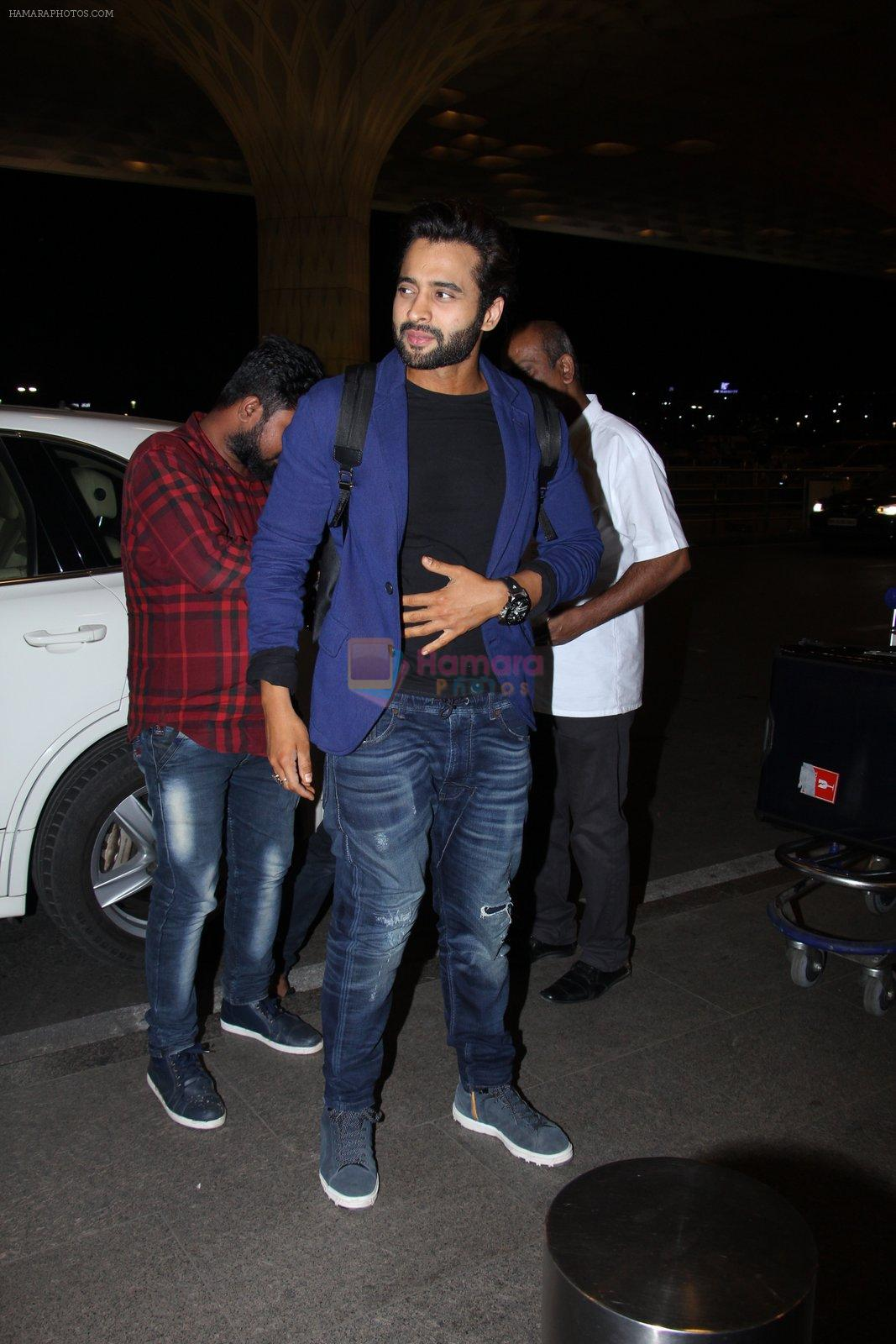 Jackky Bhagnani snapped at airport on 30th Dec 2016
