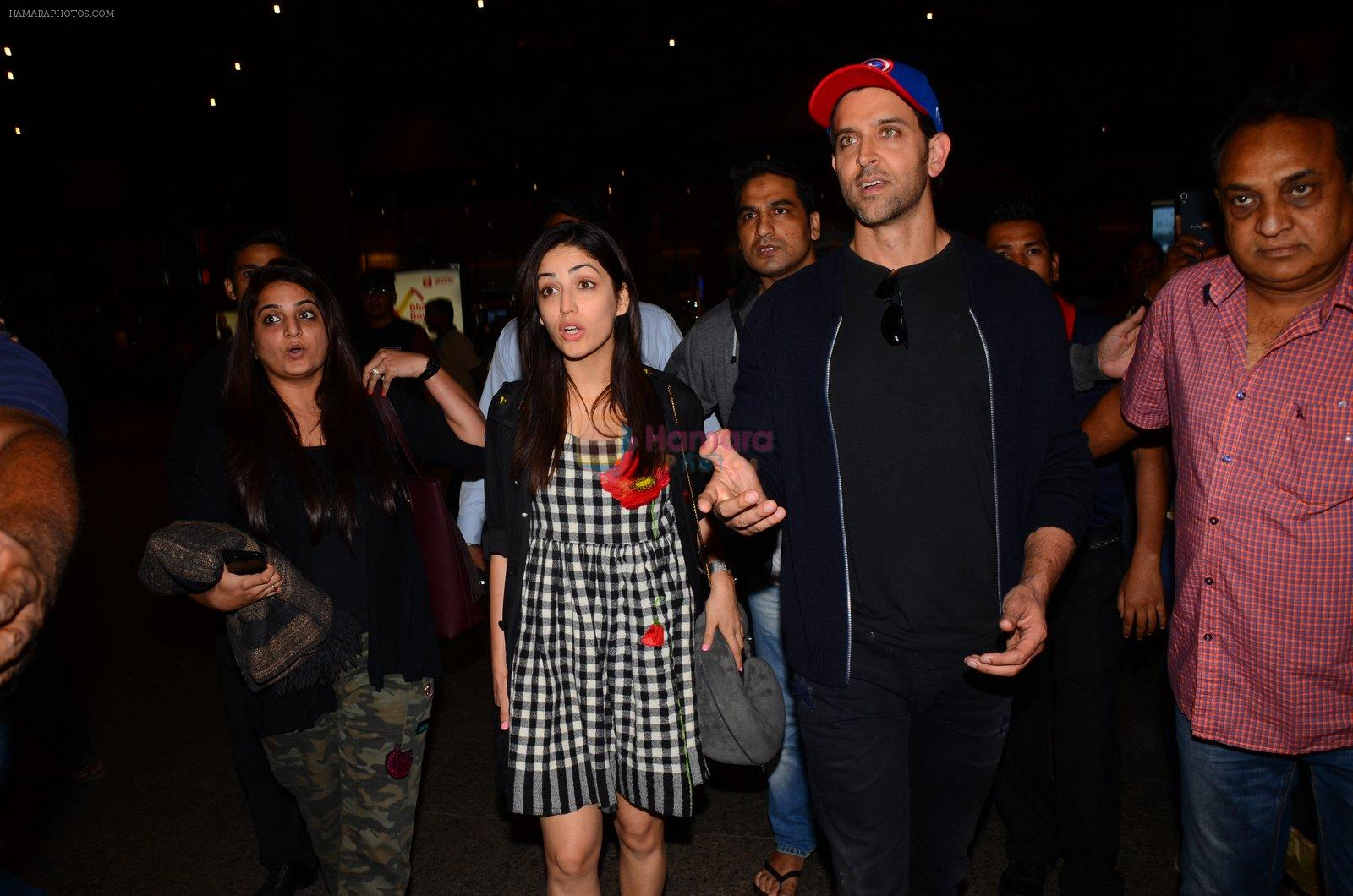 Hrithik Roshan and Yami Gautam return from Dubai on 9th Jan 2017