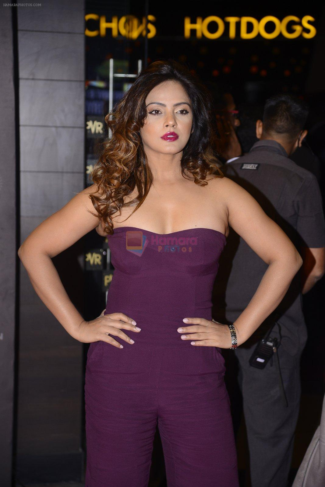 Neetu Chandra at XXX Premiere on 12th Jan 2017