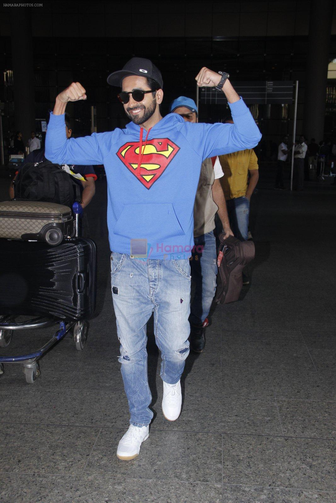 Ayushmann Khurrana snapped at airport on 12th Jan 2017