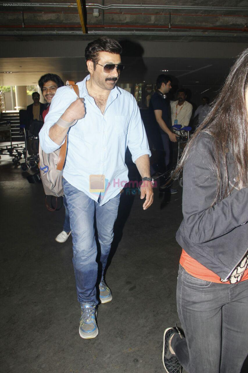 Sunny Deol snapped at airport on 16th Jan 2017 / Sunny ...