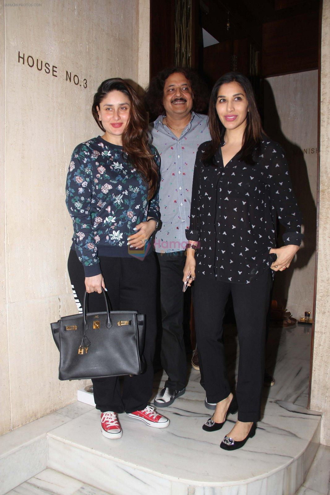 Kareena Kapoor and Sophie Chaudhary snapped at Manish Malhotra house on 26th Jan 2017