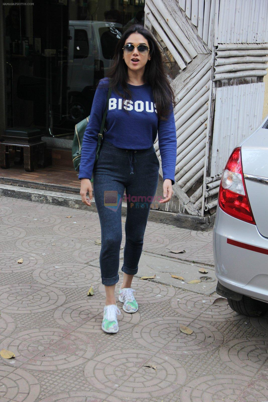 Aditi Rao Hydari snapped in Bandra on 31st Jan 2017