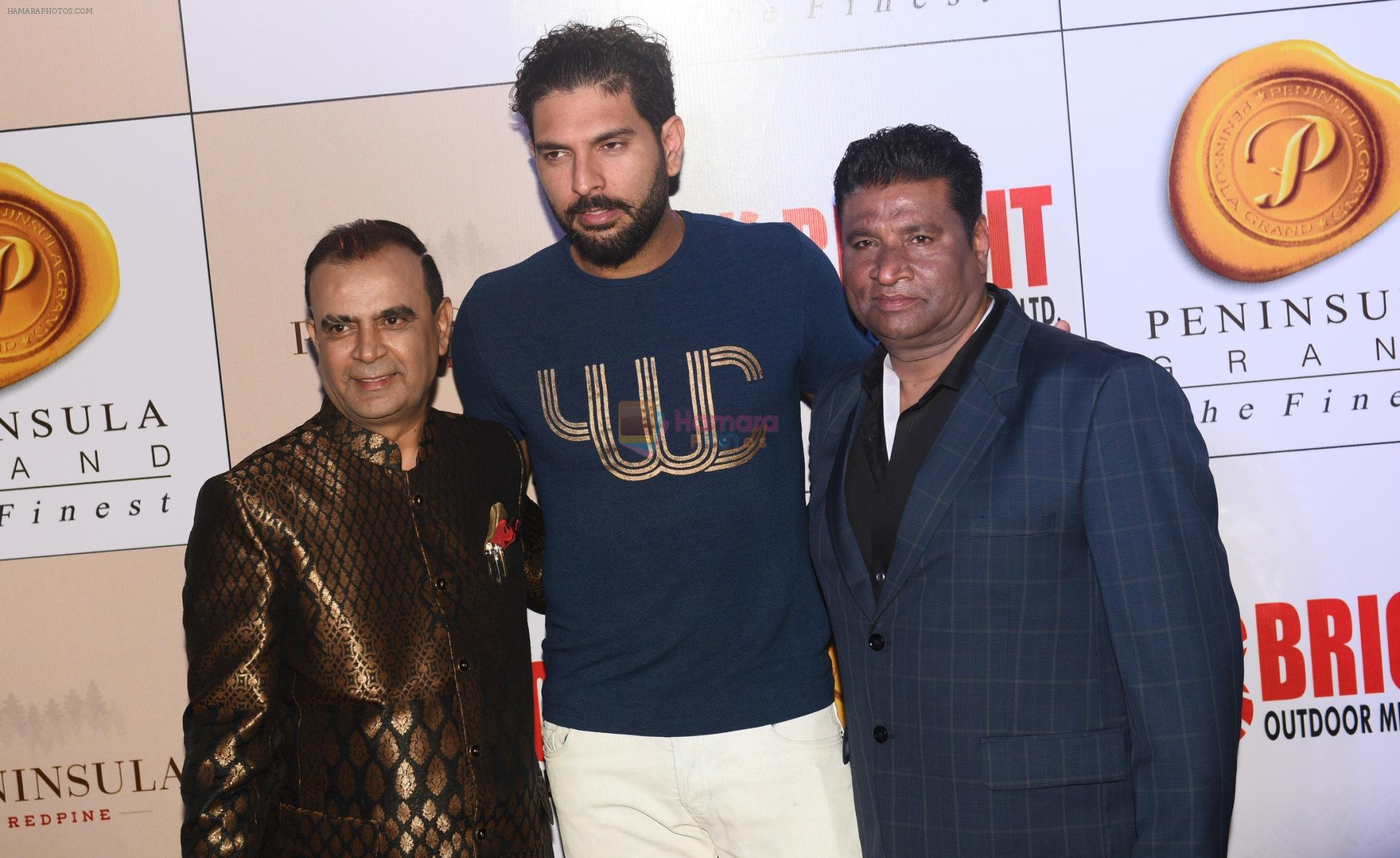 Yogesh Lakhani with Yuvraj Singh and Satish Shetty at 3rd Bright Awards 2017 in Mumbai on 6th Feb 2017