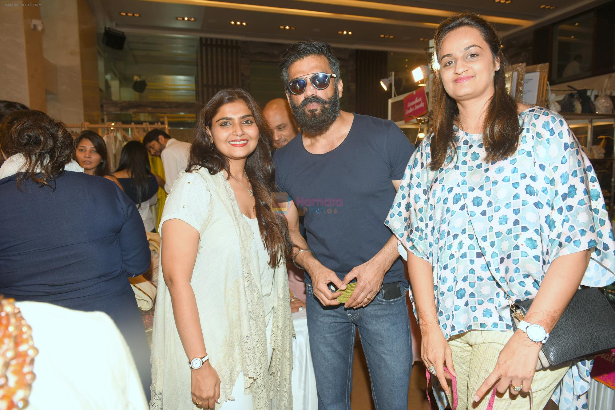 Jyoti & Bhumika with Sunil Shetty  at Araaish Exhibition on 7th Feb 2017