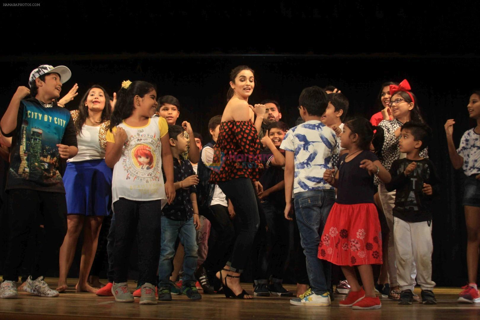 Alia Bhatt visits dance academy, Strut � The Dancemakers on 26th March 2017