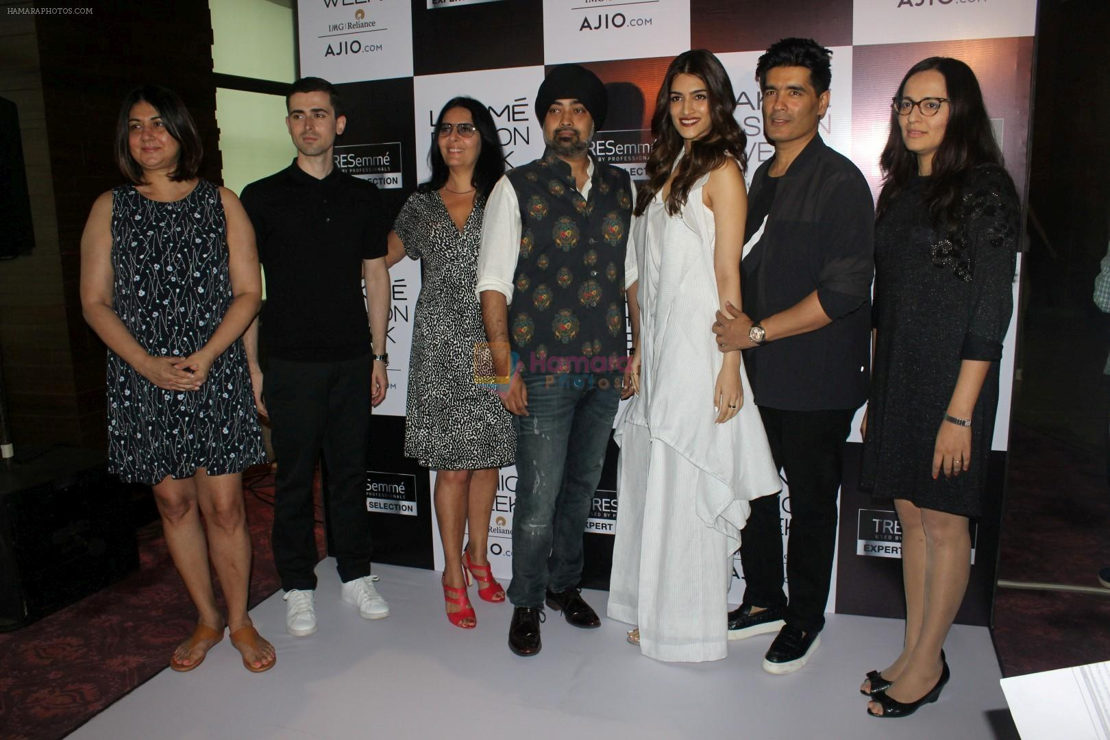 Kriti Sanon, Manish Malhotra at LFW Model Auditions on 13th June 2017