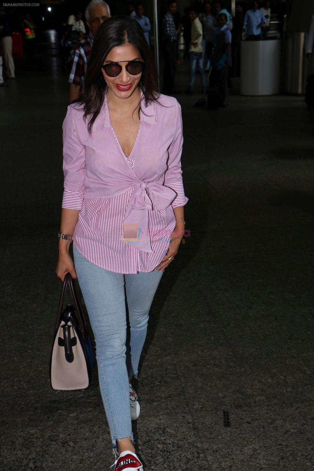 Sophie Choudry at the airport on 14th June 2017