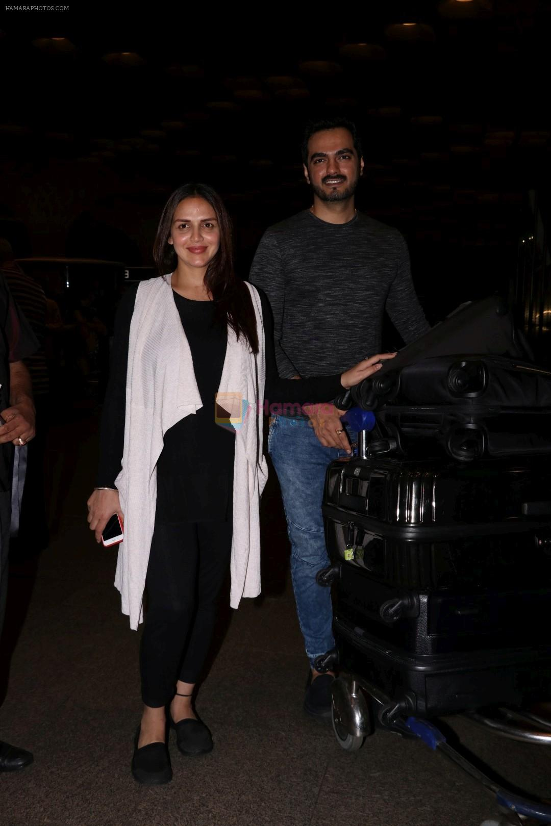 Esha Deol With Her Husband Bharat Takhtani Spotted At Airport on 14th June 2017
