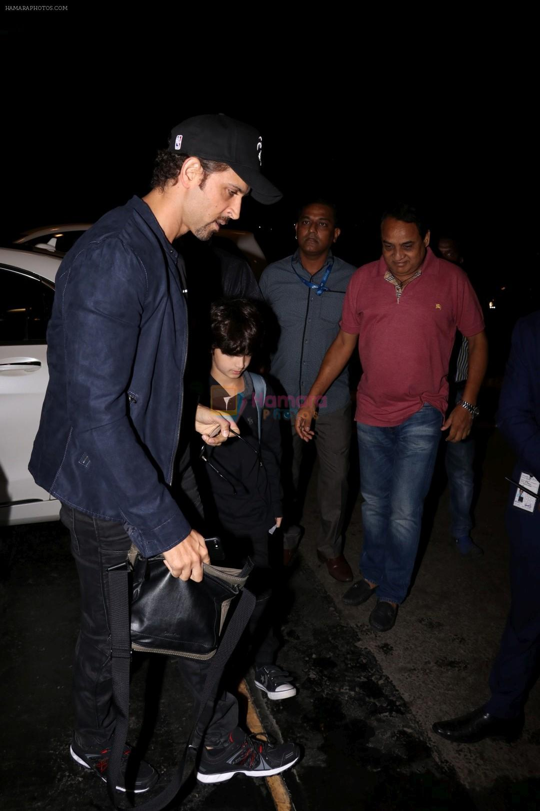 Hrithik Roshan Spotted At Airport on 15th June 2017