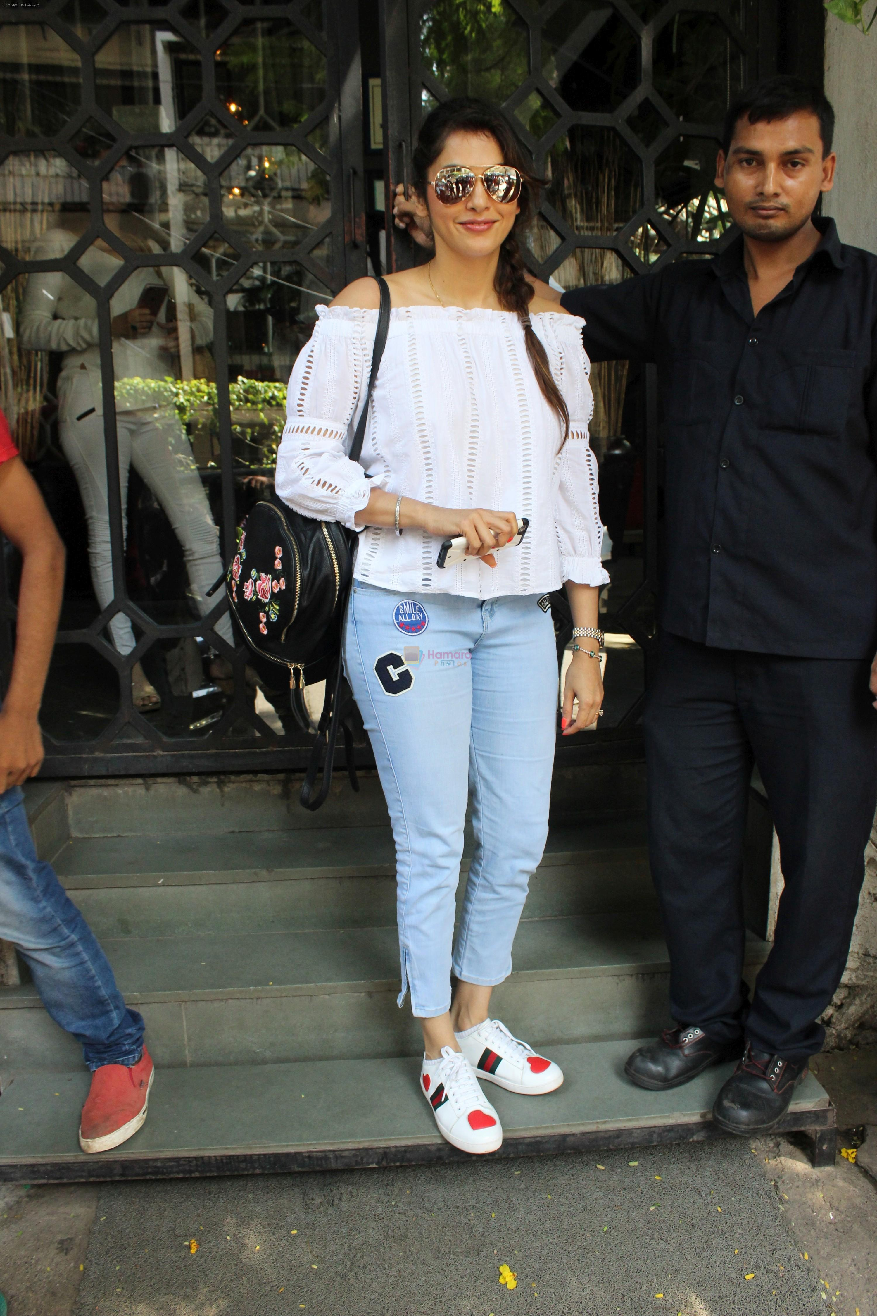 Isha koppikar at korner house in Mumbai on 16th June 2017