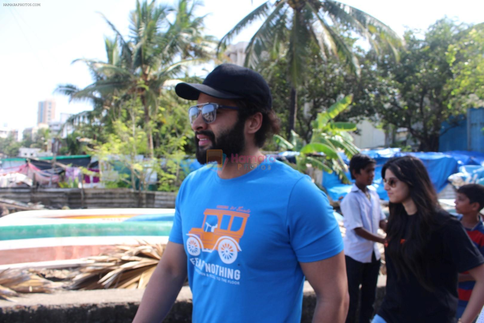 Jackky Bhagnani at Chimbai Beach Clean Up Drive By BMC on 18th June 2017